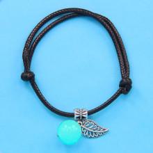 LGB002-2 Черный браслет со светящейся бусиной из нефрита 14мм, цвет свечения синий